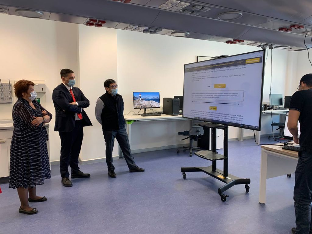 Chairman of the Kazakhstan's Science Committee visits ISSAI